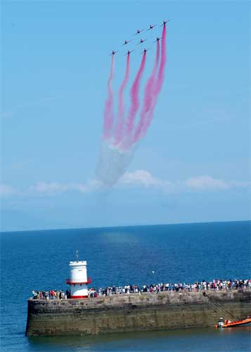 Red arrows over the Irish Sea at the 2005 Festival